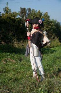Reconstitution historique de la période napoléonienne à Vourey en Isère. Un royaliste recharge son fusil