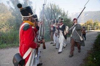 Reconstitution d'un bivouac de la période napoléonienne à Vourey en Isère. Une troupe napoléonienne affronte l'ennemi