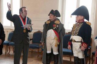 La Mure. Le maire de La Mure rencontre Napoléon à l'occasion de la commémoration du 7 mars à la Prairie de la Rencontre à Laffrey