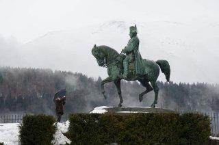Sculpture de Napoléon à Laffrey sur la prairie de la rencontre