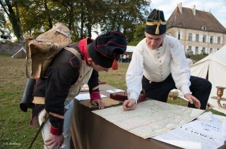 Reconstitution d'un bivouac des troupes napoléoniennes au château du Passage en Isère. Etude de la carte pour une prochaine bataille