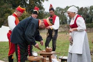 Reconstitution d'un bivouac des troupes napoléoniennes au château du Passage en Isère. La cuisine se fait dans les conditions de l'époque