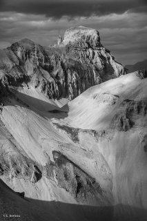 Le massif de l'Obiou, côté sud, avec le col de la Fuvelle, le Malpasset et la Grande Tête de l'Obiou