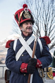 Soldat napoléonien. Reconstitution du bicentenaire à la prairie de la rencontre à Laffrey (Isère). 7 mars 2015