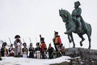 Napoléon à Laffrey (Isère). Reconstitution du bicentenaire de la prairie de la rencontre. 7 mars 2015