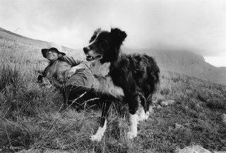 Yveline, bergère dans le Champsaur et sa chienne Border Collie. Hautes-Alpes