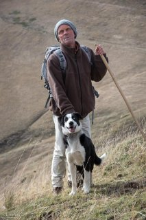 François Riff berger, et Bleu chien de troupeau de race Border Collie. La Salette, Isère