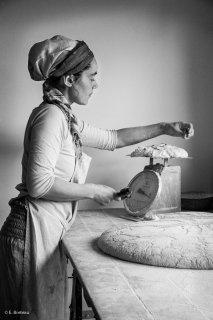 Fabrication du pain à la ferme de la Salamandre avec Sophie. Saint-Jean d'Hérens. Décembre 2015