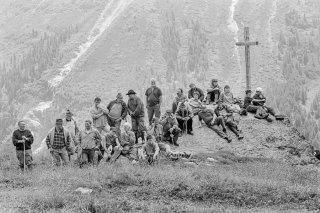 Le public le jour de l'Inalpe sur l'alpage de la Forclaz dans le Val d'Hérens. Valais Suisse