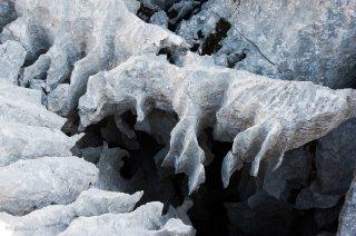 Détail de lapiaz, érosion de la roche calcaire