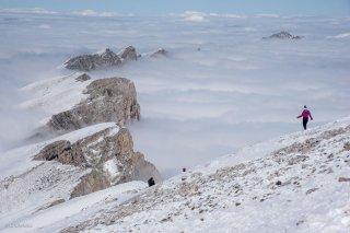 Randonneurs au sommet du Grand Vermont. Réserve naturelle des hauts plateaux. Isère