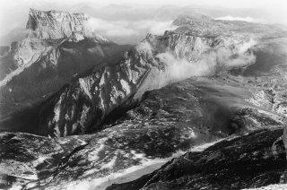 Le pas des Bachassons et le Mont-Aiguille vus depuis le Grand Veymont