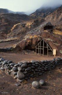 Ile Robinson Crusoé. La présumée grotte de Selkirk à Puerto Ingles