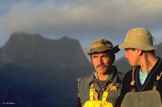 Ile Robinson Crusoé. Antonio et Popito pêcheurs de langoustes