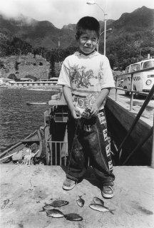 Ile Robinson Crusoé. Petit pêcheur dans le port