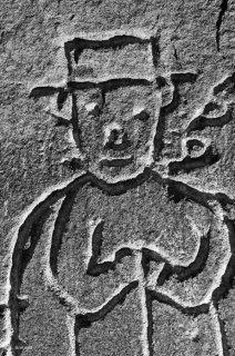 Gravure d'un berger sur une cabane dans le massif des Ecrins