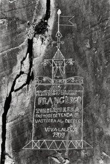 Vallée des Merveilles. Signature d'un berger et dessin d'une église