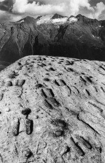 La pierre aux pieds à Lanslevillard en Savoie
