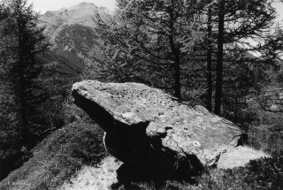Vallée d'Aoste en Italie. Pierre à cupules dans le Val de Cogne
