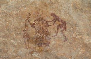 Peinture rupestre dans un abri sous roche, représentation d'une scène d'habillement