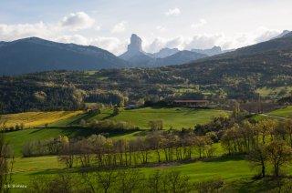 Vue sur le mont Aiguille depuis Roissard