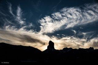 Soleil couchant derrière le Mont-Aiguille