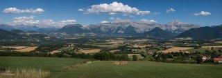 Vue panoramique du plateau du Trièves avec les villages Le Percy, Monestier du Percy et au loin la chaîne du Dévoluy