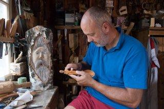 Jean-Marie Bordet, sculpteur et tourneur sur bois. Atelier des Cimes à Saint-Paul les Monestier