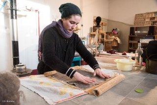Caroline, La môme aux moutons, travail de la laine et fabrication d'objets à Châtel en Trièves