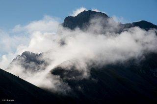 La Tête de l'Obiou dans les nuages. Isère, Trièves