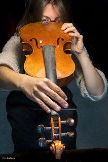 Mathilde Avedikian luthière à Saint-Michel les Portes. Trièves, Isère