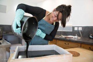 Aêl soins essentiels avec Anouk, création de savons à Clelles. Trièves, Isère