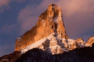 Le mont Aiguille au lever du soleil