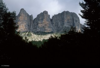 Les falaises du Vercors au dessus de Saint Andéol