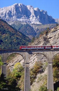 Viaduc du train à Saint Michel les Portes devant le Grand Veymont