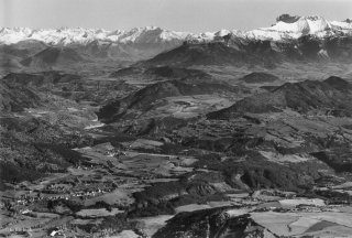 Vue sur Roissard et jusqu'au fond du Trièves